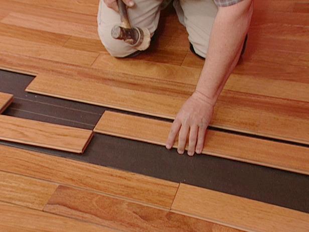 installing-wood-floor-qop0tppe